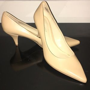 Nine West Tan/Cream Pumps- Size 10- NWOT